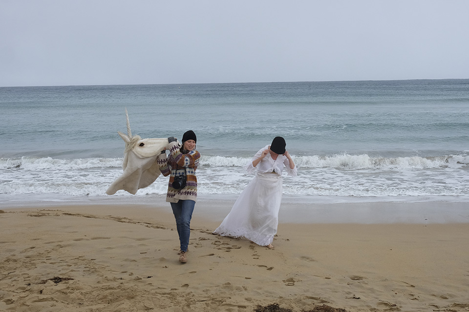 Unicorns-in-the-making-Aldona-Warrnambool-beach-with-Kirsty-Hawkes-are-real_Aldona-Kmiec-Artist__Behind-the-scenes
